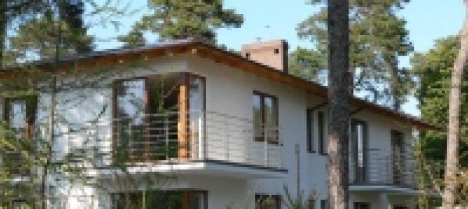 Nasz dom położonyjest w urokliwym zakątku Juraty, otoczony lasem sosnowym. Znajdujemy się zaledwie sto metrów od zatoki, a od morza dzieli nas 350 metrów. Do dyspozycji gości mamy pokoje 3 ...